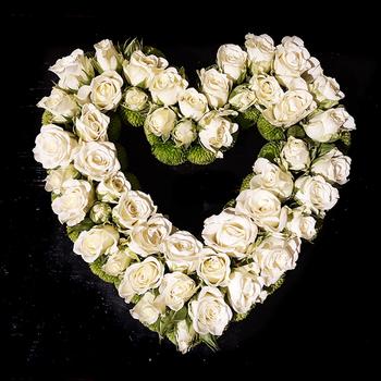 Hart witte rozen - Rouwstuk Grafwerk - Verse Snijbloemen