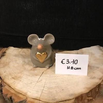 Muis met gouden hartje 8cm